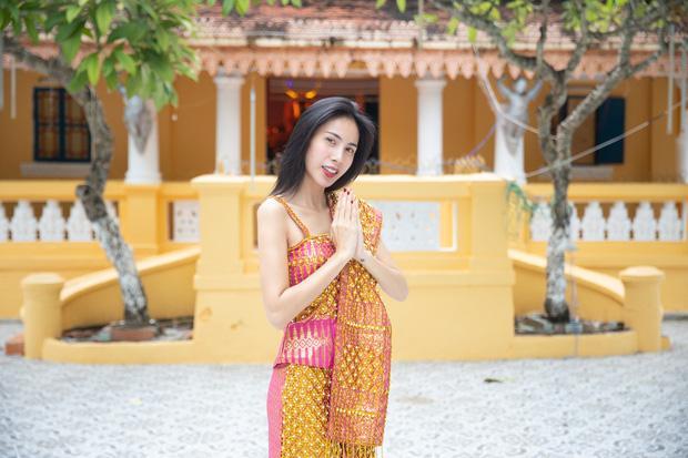 Ca sĩ Thủy Tiên đã chia sẻ câu chuyện hiến đất xây chùa của gia đình mình khi tham gia hành trình Việt Nam tươi đẹp. Ảnh: Vivian
